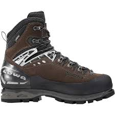 lowa s boots canada lowa s mountain expert gtx evo boot at moosejaw com