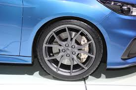 subaru rally wheels video how does the ford focus rs compare to a subaru rally car