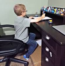 Kid At Desk by A Day In The Life Of A Mom Of 3 In Pictures Vzwbuzz Sippy Cup Mom