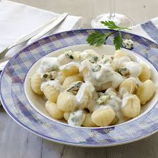cuisiner les gnocchis gnocchis sauce au bleu d auvergne cuisine az