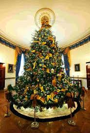 Holiday Decorated Homes by Best 20 White House Christmas Tree Ideas On Pinterest U2014no Signup
