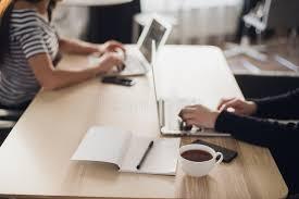 bureau en gros souris lieu de travail tir en gros plan de lieu de travail confortable dans