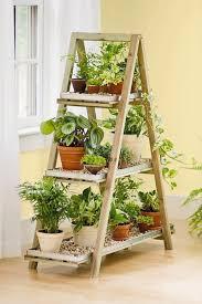 bricolage de jardin étagère porte plantes en vieil escabeau