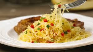 cuisiner la courge spaghetti courge spaghetti avec poivrons epicure com
