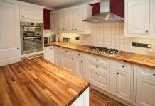 cuisine blanc cassé design de grande cuisine bois et blanc cassé