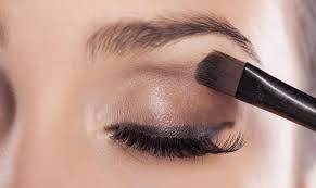 Aplikasi Eyeshadow Sariayu tips dan cara memakai eye shadow bagi pemula