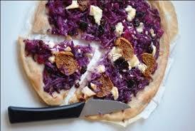 cuisine clea purple pizza au chou fromage de chèvre et figues séchées