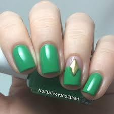 nails always polished essie on the roadie