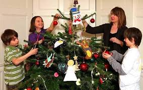 decorating christmas tree the do s and don ts of christmas tree decorating telegraph