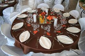 table ronde mariage le bon placement des convives suivant le plan de table