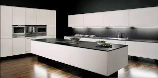 plan de cuisine en quartz cuisine plan de travail noir maison design bahbe com