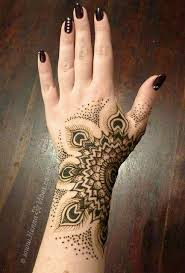 picture of tribal henna design on the wrist and palm