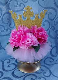 super cute centerpiece would be perfect for a royal celebration