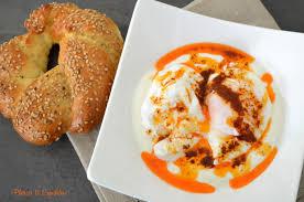 cuisine de turquie cilbir œufs pochés au yaourt découverte de la cuisine turque