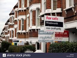 Immobilien Zu Kaufen Gesucht Immobilien Zu Verkaufen Zu Vermieten Schilder Außen