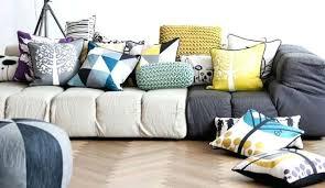 coussin pour canapé gris coussin pour canape noir quelle couleur de coussin pour canape noir