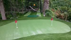 Backyard Golf Green by The Benefits Of A Backyard Putting Green Greenland Turf