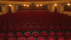 tell us which broadway theaters have the most leg room show score