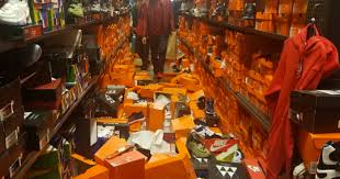 seattle nike store gets completely trashed by black friday