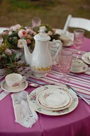 fuschia pink table cloth i love the larger flower bouquet i like the pink ribbed glasses