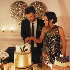 wedding cake cutting how to cut your wedding cake martha stewart weddings