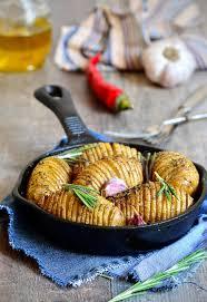 ail en robe de chambre pommes de terre en robe de chambre cuites au four avec l ail et le