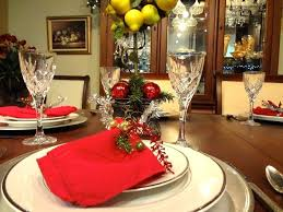 christmas decor for round tables simple centerpieces for round tables rebelswithacause co