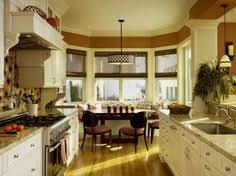best kitchen designs in the world thelakehouseva küche mit kochinsel schwarze kücheninsel mit trendigen barhockern