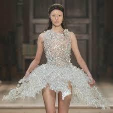 aniela hoitink creates dress from mushroom mycelium