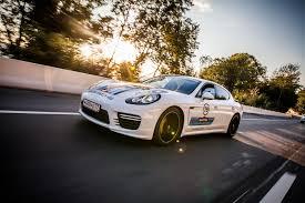 Porsche Panamera Colors - porsche 911 macan panamera and cayenne wear their martini racing