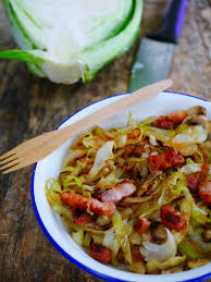 cuisiner le chou frisé poêlée de choux vert chignons et lardons recettes de cuisine