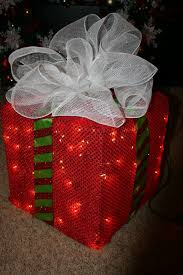 lighted christmas present boxes how to make a lighted christmas box decoration chicken wire