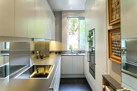 amenagement cuisine surface cuisine surface une cuisine avec effets de miroirs