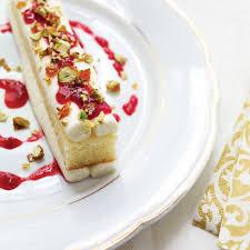 assiette de cuisine gâteau de noël à l assiette canneberges framboises mascarpone et