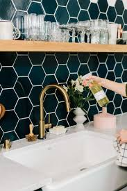 How To Do Backsplash Tile In Kitchen by Best 25 Honeycomb Tile Ideas On Pinterest Hexagon Tiles