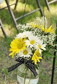 Daisy Centerpiece Ideas by Best 20 Yellow Daisies Ideas On Pinterest Sunflower Paintings