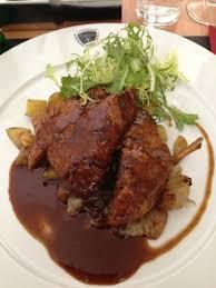 plat cuisiné au four plat canard rôti pommes au four échalotes confites et jus de thym