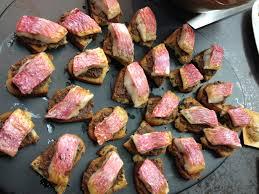 cuisiner rouget la recette du filet de rouget à la tapenade par l école de cuisine