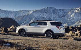 Ford Explorer Sport - comparison audi q7 premium 2017 vs ford explorer sport 2017