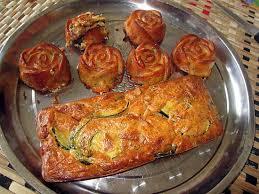 cuisiner les courgettes recette de cake courgettes lardons noisettes idée trouvée sur le