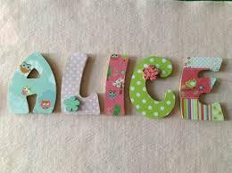 lettre porte chambre bébé les prénoms en décoration de porte de chambre style bébé du