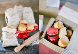 unique wedding favors unique creative wedding favor ideas from wedding chic