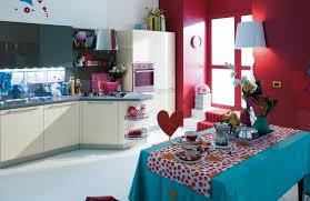 mur cuisine framboise peinture murale cuisine 50 exemples design bi et tricolores