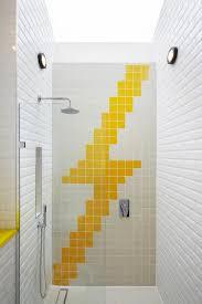 salle de bain vert d eau idées déco salle de bain en blanc et jaune en 20 propositions