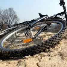 comment changer une chambre a air comment réparer une roue de vélo crevée