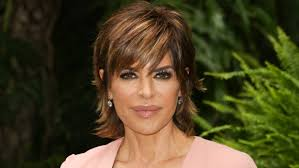 lisa rinna hair stylist real housewives star lisa rinna ditches bob for extensions