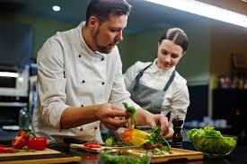 salaire chef cuisine cuisinier salaire études rôle compétences regionsjob