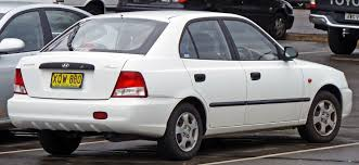 hyundai accent 5 door file 2000 2003 hyundai accent lc gl 5 door hatchback 03 jpg
