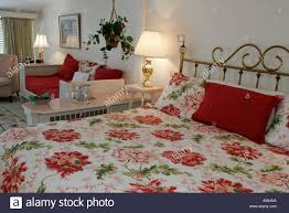 lake wales florida chalet suzanne restaurant inn guest room bed