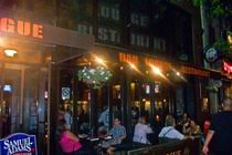 Top Sports Bars In Nyc Best Sports Bars In New York Nyc Sports Bar Guide Party Earth